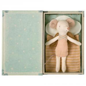 Ratita ángel en libro caja