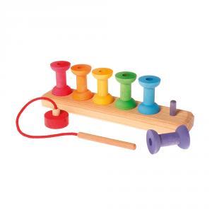 Apilable madera bobinas de hilo colores