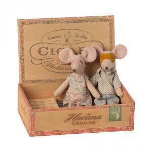 Ratoncitos papá y mamá 17cm en caja de madera